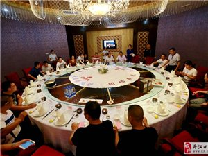荆州市烹饪协会洪湖分会熊飞会长一行到丹江口市餐饮业协会交流