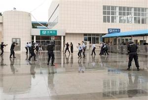 【震撼】怀宁火车站举行反恐实战演练,暴徒被现场击毙