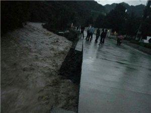 板岩镇及时开展雨天隐患排查