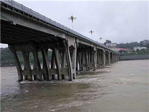 安康连日暴雨,汉江水位上涨