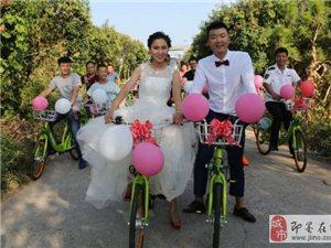 即墨90后新人骑自行车结婚 不拼豪车拼幸福