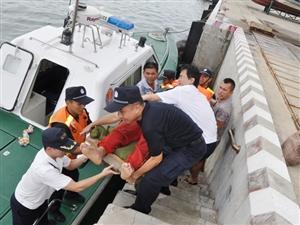 洋浦海事局成功救助一名受伤渔民(配图)
