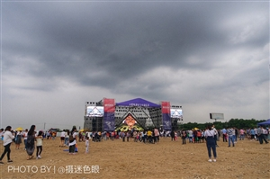 三星堆国际飞行音乐狂欢节,为广汉市民带来了视觉与味觉享受,安逸哦!