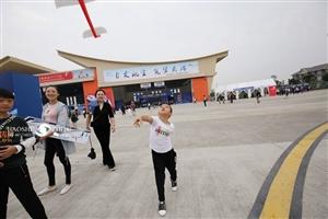 2017四川国际航空航天展览会花絮之航空接班人,航展儿童片(图片)