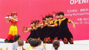 【原创】2017四川国际航空航天展览会花絮:彝族舞蹈/舞龙灯(组图)