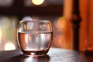 """【健康】床头放一杯""""救命水"""",这两个时刻最该喝~"""