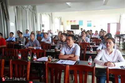 打安镇委、镇政府组织各支部党员集中收看党的十九大开幕式电视直播