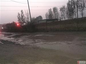 安州镇李庄村雨天路泥泞难行