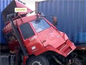 平湖东西大道发生严重车祸 两辆大家伙撞上了!