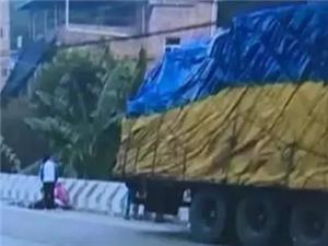 梅江区城北镇干才桥上一名小学生遭大货车碾压,不幸身亡!