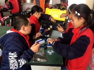 """10月30日,""""爱满广汉""""公益项目科技之光活动在新平中心小学成功举办"""