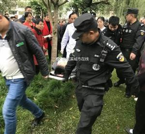 女子疑因家庭纠纷欲跳河自杀蓬溪警察及时救助