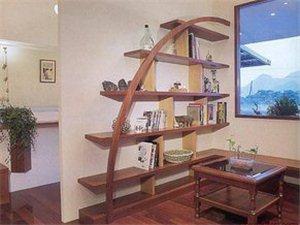 书香满屋,就在纳家加的书房。
