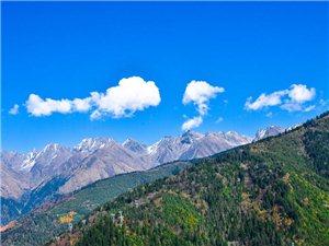 白云蓝天,理县二古溪是一个距广汉很近的地方,登高望远那才叫一个美!