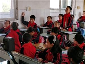 """广汉市妇联""""爱满广汉""""公益项目科技之光第七期活动在新丰中心小学举行"""