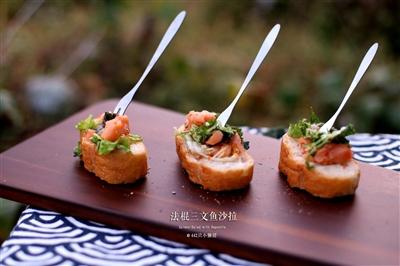 法棍三文鱼蔬菜沙拉