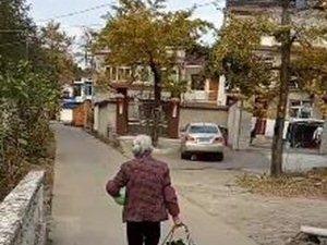 村上一88岁老太太身体很硬朗,家里7口人的饭都是她做