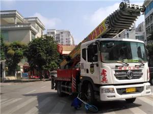 高州桂圆路怡景路口路段一单车与云梯车发生碰撞,单车当场报废!
