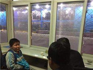 汉中城管人员送离家出走小孩回家