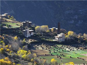 被誉为中国最美丽的乡村,嘉绒藏族文化的发祥地之一:丹巴藏寨五彩缤纷