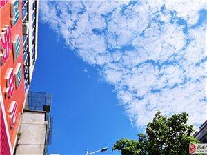 今天朋友圈都被蓝天白云刷爆了