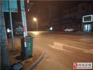 卅铺太阳城十字路口的红绿灯