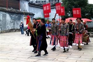 七绝・贵州苗族婚礼表演掠影