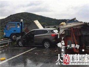 嘉绍高速上一司机随意变道 致两车相撞三车受损