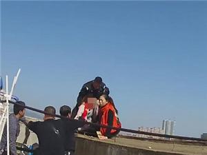 东安女民警高楼救下轻生孕妇
