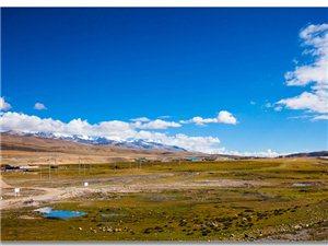 位于西藏中部的纳木措湖,是西藏第二大湖泊,也是中国第二大的咸水湖