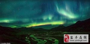 美丽冰岛:神秘极光和壮观地貌