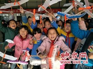 荥阳西街小学感受课堂之外的学习乐趣