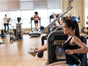 假健身房�M生 到底如何辨�e一家健身房的正�性