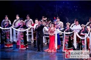 天水青年歌手王小艳赴美国三个城市演出四场,还在好莱坞溜达了一圈