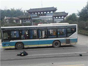 宜南快速通道,三轮车PK大货车,结果被拆成了零件!