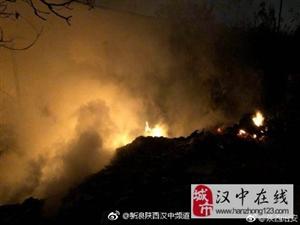 汉台舒家营一民房附近火光四起,警民合力消灭火患