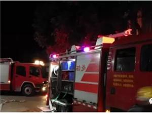 高州长坡某高楼深夜发生大火,现场火光冲天!