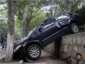 自动档汽车刹车失灵怎么办?