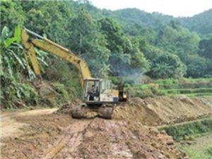 高州新垌这条村自筹40万扩建村道,村民出入会更加安全方便!