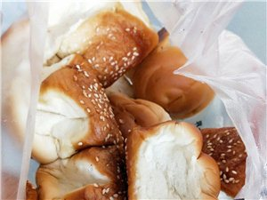 昨天看到网友说吃鸡腿面包~今天好吃的蜂蜜面包来啦!