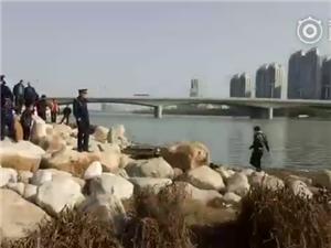 汉中天汉大桥西侧发现一具女尸