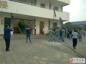 某空军部队到桑园中学取景拍摄宣传片
