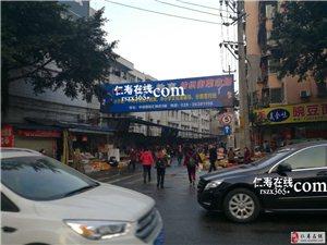 纺织街这个禁止右转标志,容易让人懵逼啊!位置设置不合理...