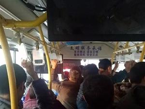 汉中公交司机与乘客赌气,下车不开了