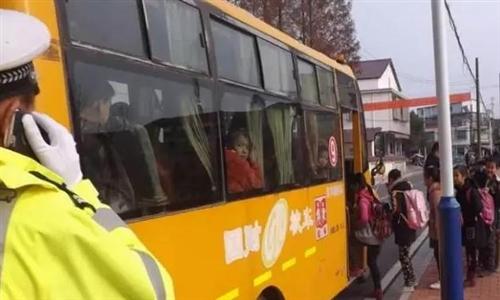 汉寿某中学附近发生一起交通事故,请守护孩子上学路!