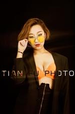福州摄影约拍、个人形象宣传海报拍摄、时尚酷帅女DJ形象海报照;