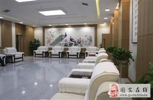 固安凌沧书画院为固安市民服务中心捐赠书画