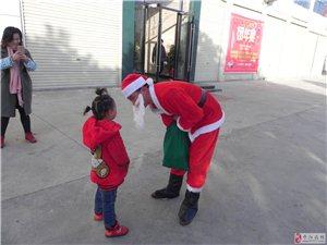 圣诞节小孩们开心的笑脸