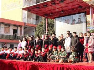 庆元旦,迎新年!东方红小学竟为了近千名留守儿童做了这件事!