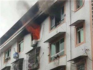 爆料泸州一民房起火老人被困